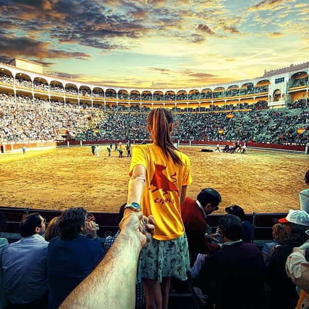 muradosmannfollowme12-Photographer's Girlfriend Leads Him Around the World-bullfight-spain-globalannal